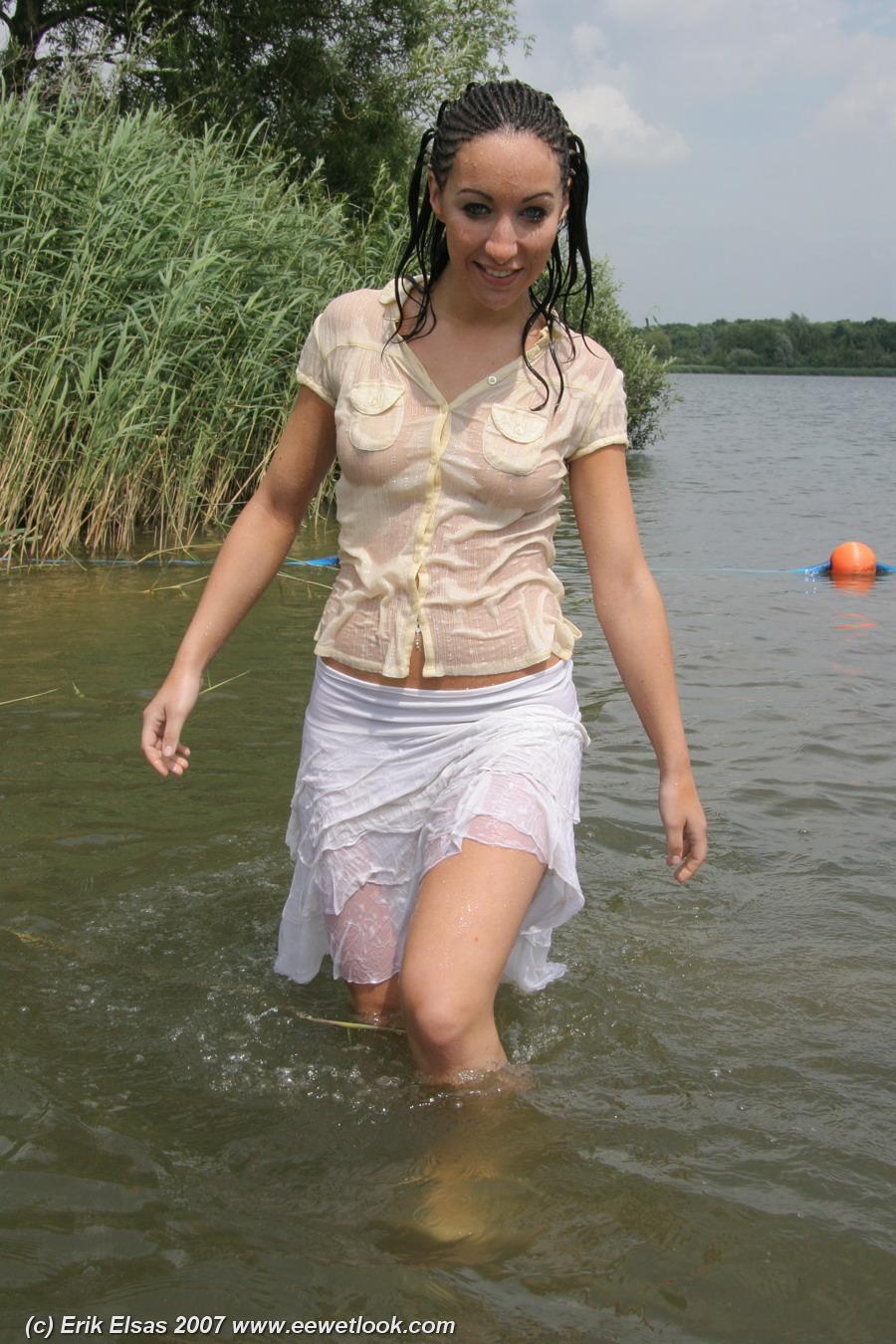 Соски торчащие через мокрое 2 фотография