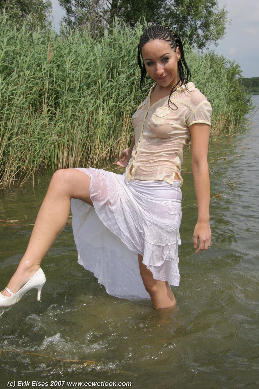 Соски торчащие через мокрое 5 фотография